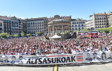 Euskal Herria: La juez Carmen Lamela de la Audiencia Nacional ordena encarcelar a seis vecinos de Altsasu. Gaztelu